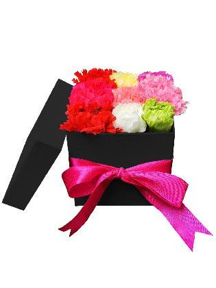 121 Mixed Carnation Love Box 002